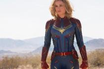 Paní kapitánka. Brie Larson v titulní roli nového komiksového dobrodružství má šmrnc.