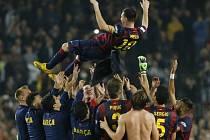 Lionel Messi a děkovačka od spoluhráčů