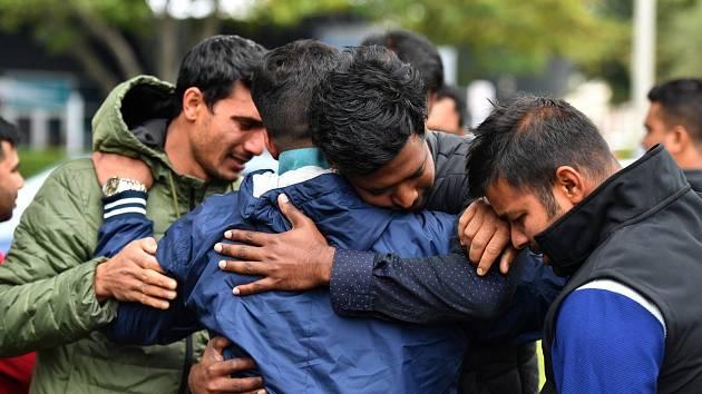 Truchlící pozůstalí obětí novozélandského masakru