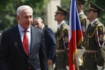 Izraelský premiér Benjamin Netanjahu přiletěl do Prahy na dvoudenní návštěvu, spolu s ním dorazilo i sedm členů jeho vlády.