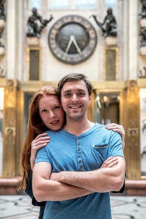 Karel Heřmánek a jeho manželka Nikol Heřmánková-Kouklová při fotografování pro Deník 6. září v Praze.