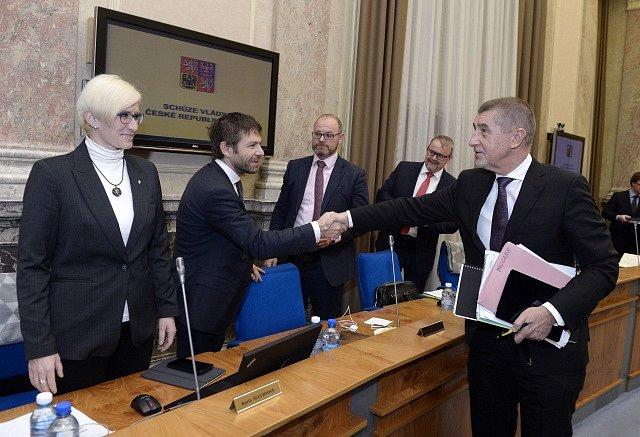 Schůze vlády - Karla Šlechtová, Robert Pelikán, Robert Plaga, Dan Ťok, Andrej Babiš