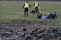 Nizozemští vyšetřovatelé našli na východě Ukrajiny mnoho dalších lidských ostatků a částí z malajsijského boeingu, který byl loni v polovině července v této oblasti sestřelen.