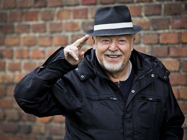 OSLAVENEC. Milan Drobný oslaví své prosincové narozeniny lednovým koncertem.