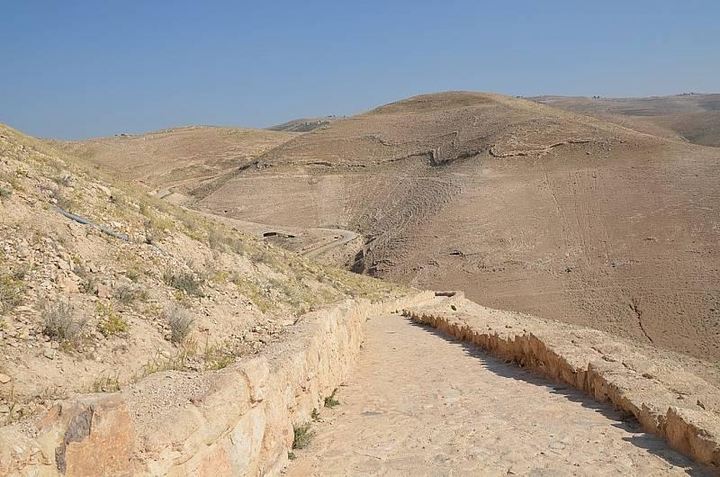 Dávná římská cesta vedoucí k místu, kde se zřejmě rozhodlo o osudu Jana Křtitele