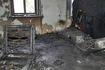 Noční požár naštěstí poničil jen přízemní byt, který využívají bezdomovci. Při požáru nebyl nikdo zraněn.