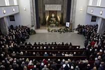 V Praze se 26. listopadu konalo poslední rozloučení se zpěvákem Pavlem Bobkem, který zemřel 20. listopadu ve věku 76 let.