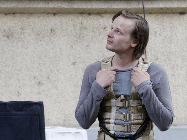 Kryštof Hádek při natáčení filmu Všiváci.