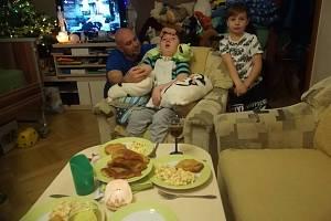 Adam skončil po operaci ve vigilním kómatu