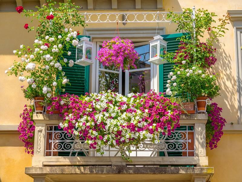Inspirací může být i rozkvetlý italský balkon.