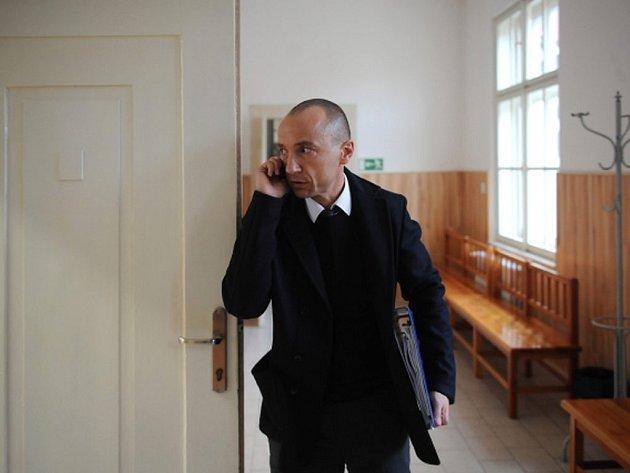 Českokrumlovský soud začal 26. října projednávat případ Michaela Beneše (na snímku), který podle obžaloby nabídl úplatek soudnímu znalci, jenž zkoumal počítačové soubory podnikatele Františka Savova.