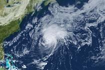 Na Bermudy přinesl živel silný vítr, který v nárazech překračoval 160 kilometrů v hodině.