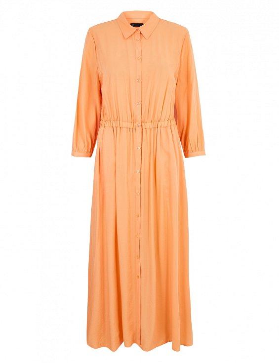 Splývavé jednobarevné šaty s řasením v pase a tříčtvrte ním rukávem si můžete obléct i na letní slavnost. Marks & Spencer.