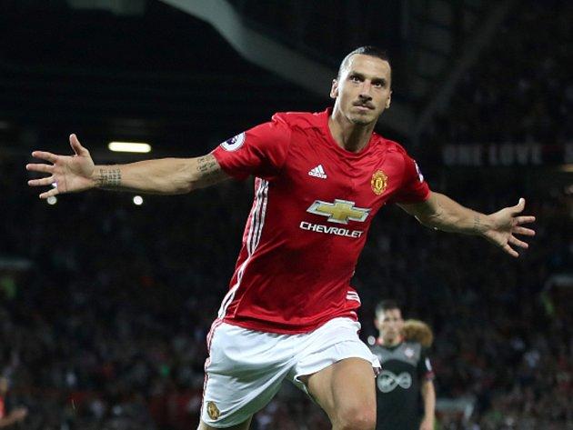 Zlatan Ibrahimovic z Manchesteru United se raduje z gólu.