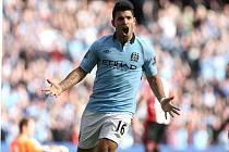 Sergio Aguëro z Manchesteru City se raduje z gólu.