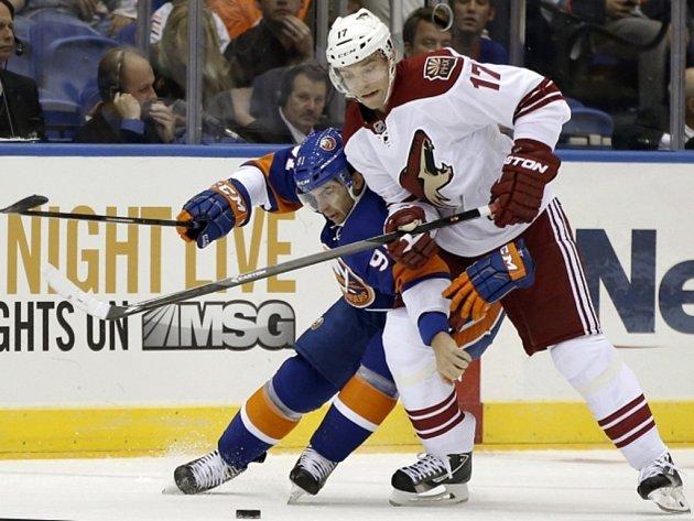 Radim Vrbata (vpravo) v NHL opouští Phoenix, dohodl s Vancouverem.