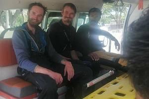 Vrtulník pákistánské armády 15. září 2021 ráno převezl do bezpečí české horolezce Jakuba Vlčka a Petra Macka, kteří s kolegou z Pákistánu v minulých dnech nedokázali dokončit sestup z hory Rakapoši