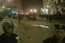 Policisté na místě útoku v Káhiře.