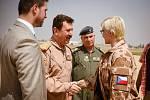 Velitel iráckého letectva generál Anwar a Karla Šlechtová.