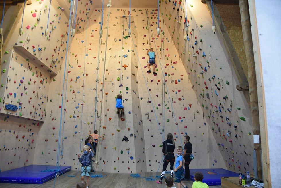 Panský dvůr Telč – devítimetrová lezecká stěna