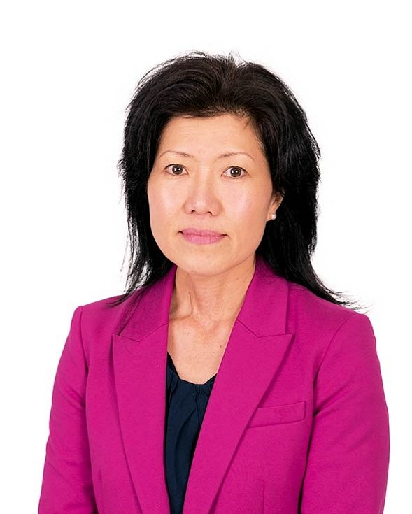 """""""Dospívajícím dětem ve věku 14 až 17 let úplně stačí šest hodin smysluplného kontaktu s rodiči za týden,"""" tvrdí socioložka Kei Nomaguchi."""