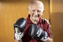 Olympijský vítěz z Helsinek 1952 Ján Zachara stále radí mladým boxerům