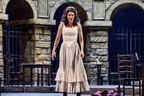 Kanadská mezzosopranistka Mireille Lebelová jako Carmen 19. srpna ve Státní opeře Praha při zkoušce Bizetovy opery Carmen, kterou zahájí Národní divadlo operní sezonu 2015/2016. Premiéra je na programu 21. srpna.