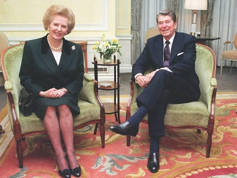 Je nám moc líto, že jsme to drželi v tajnosti, řekl prý americký prezident Ronald Reagan po telefonu britské premiérce Margaret Thatcherové poté, co americké jednotky v roce 1983 obsadily Grenadu.