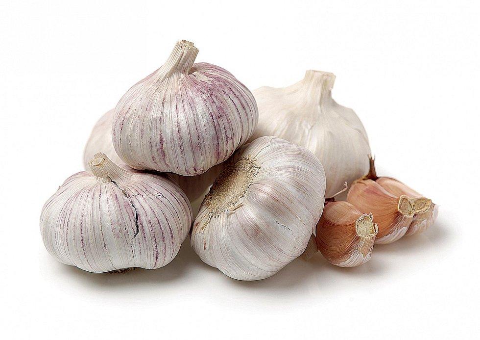 Česnek patří mezi zeleninu, která dokáže cholesterol snížit.