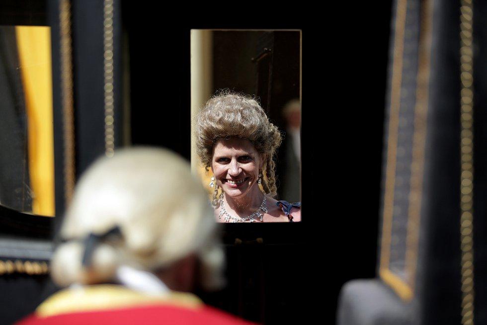 Na slavkovském zámku se tak v roli panovnice ukázala herečka Ursula Straussová a jako její manžel František Štěpán Lotrinský Vojtěch Kotek. Dále také herci David Švehlík nebo Tatiana Pauhofová.Atmosféru slavkovského nádvoří doplňovaly desítky lidí v dobov