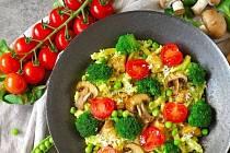 Špecle s kuřecím masem a zeleninou