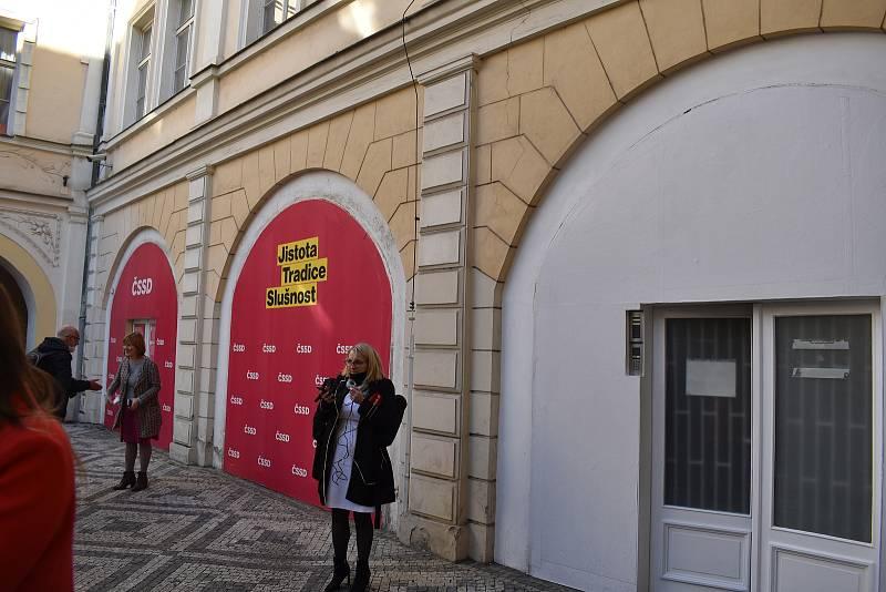 Volební sčítání sleduje ČSSD ze svého sídla v Lidovém domě v Hybernské ulici v Praze.