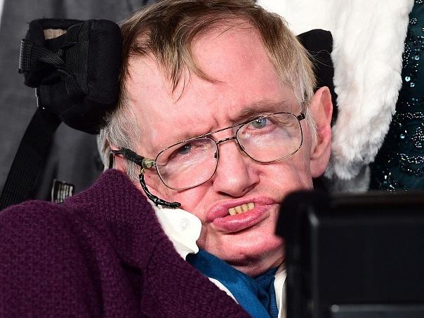 Lidstvo může podle Hawkinga dlouhodobě přežít za předpokladu, že se mu podaří založit kolonie na jiných planetách.