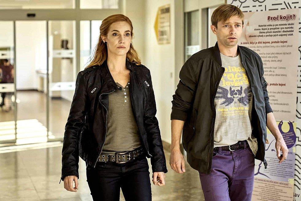 V nové detektivní parodii Případ mrtvého nebožtíka, která je k vidění v kinech od 16. ledna, se sešla před kamerou s Lukášem Příkazkým.