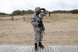 Americký voják na manévrech v Koreji. Ilustrační snímek