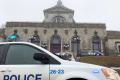V montrealském kostele byl během mše pobodán kněz