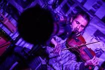 Vojta violinist v Kavárně Ve Skále, Vimperk