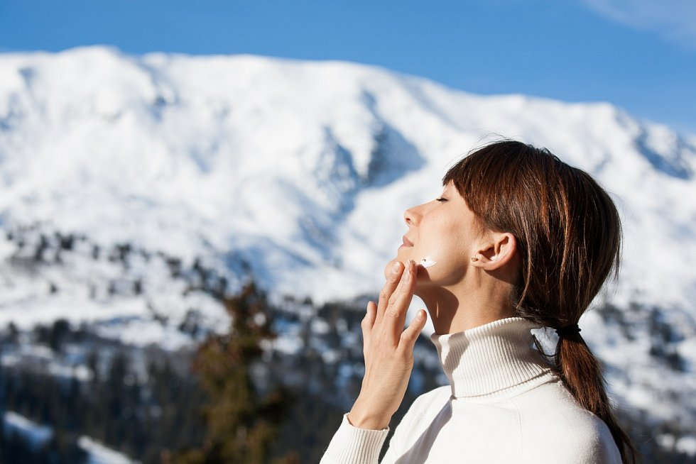 Hydratačních krémů se nemusíte bát ani vextrémních podmínkách, jak se traduje. Nenanášíte přece na obličej vodu, ale hydratující látky, které jsou dokonce někdy mastné.