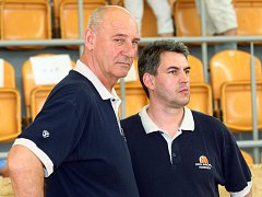 Zleva trenér Jan Bobrovský a asistent trenéra Miroslav Volejník.