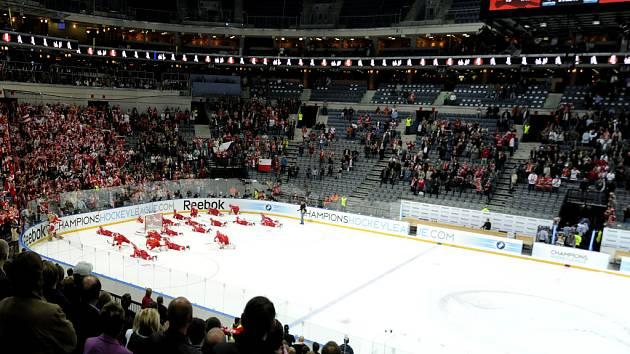 Hokejový ročník Ligy mistrů odstartovala Slavia vítězství 4:2 nad švédským Linköpingem.