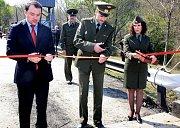 V roce 2012 otevřela armáda provizorní spojovací most na ostrov Velký Ussurijský.