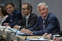 Hlavní vyjednavač EU pro brexit Michel Barnier (vpravo)