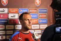 Daniel Kolář z české fotbalové reprezentace hovoří s novináři na soustředění před evropským šampionátem, 25. května v rakouském Kranzachu.
