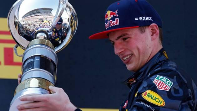 Osmnáctiletý Max Verstappen ovládl Velkou cenu Španělska.