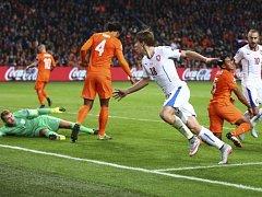 Josef Šural (uprostřed) slaví gól proti Nizozemsku.