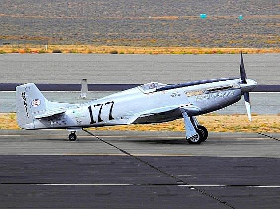 Letoun s čtyřiasedmdesátiletým pilotem se zřítil do divácké zóny letecké show Reno Air Races a zanechal po sobě spoustu zkrvavených těl.