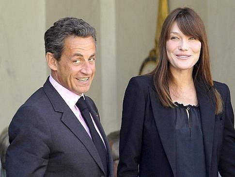 Nicolas Sarkozy a první dáma Francie Carla Bruniová-Sarkozyová.