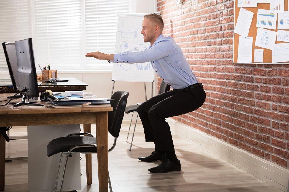 Jednoduché procvičení zvládnete i v kanceláři o pauzách