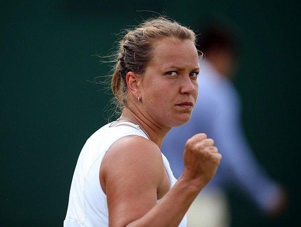 Barbora Záhlavová-Strýcová se raduje z výhry a postupu do čtvrtfinále