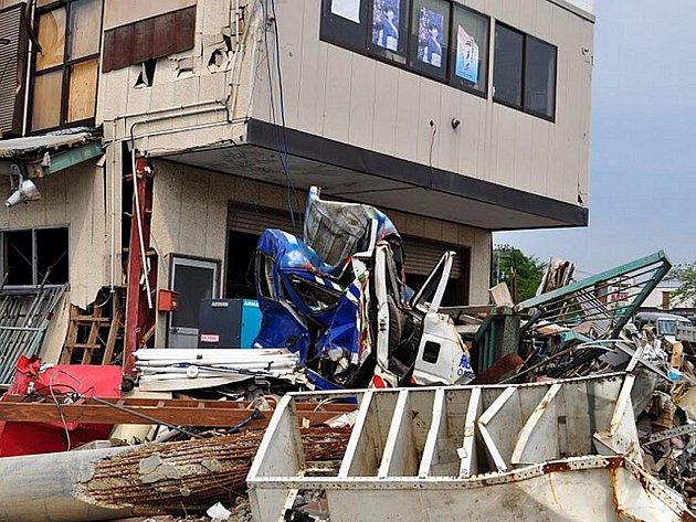 Následky předchozí katastrofy v Japonsku.